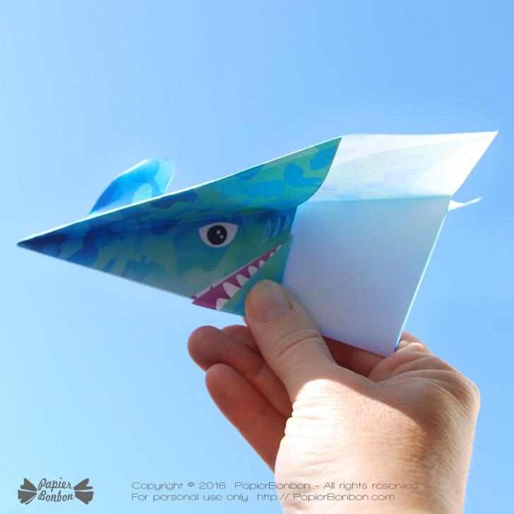 Avions en papier requin imprimer papier bonbon - Requin rigolo ...